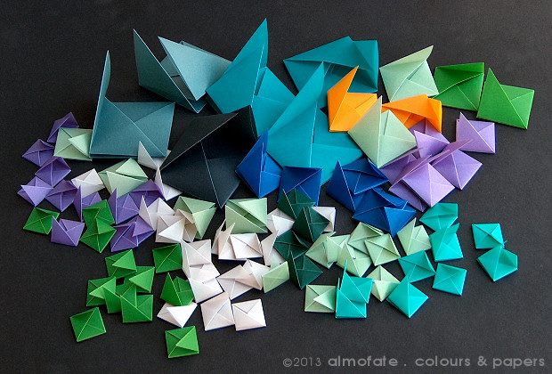 @ Almofate - Modular Origami _ 94 Coloured units _ 94 Módulos coloridos