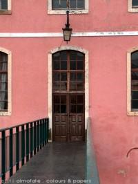 @ Almofate - Narrow bridge and door _ Alenquer _ Ponte estreita e porta