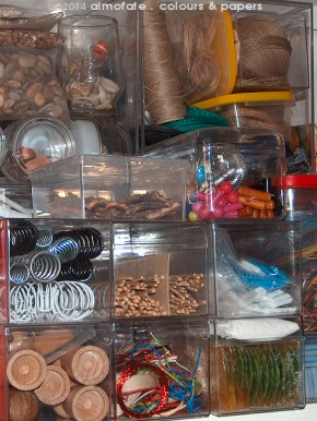 @ Almofate – Organising rescued materials _ Organizar materiais resgatados